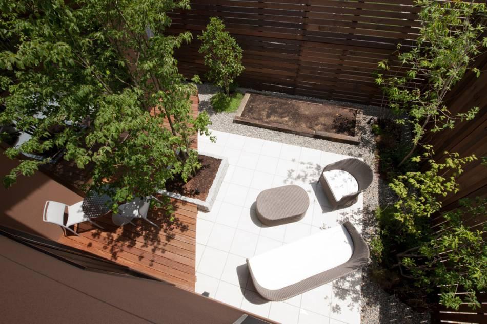 「暮らす庭」アウトドア・リビングを提案。