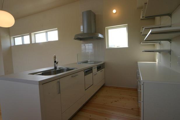 モダンデザインに無垢が映える家 キッチン