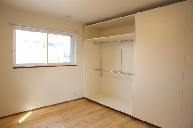 子供部屋には可動式の収納。部屋を区切る事も出来ます。