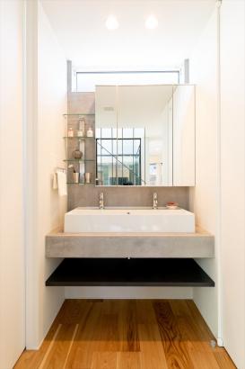 ホテルライクに仕上げた洗面は、毎日の暮らしに贅沢さをプラス。