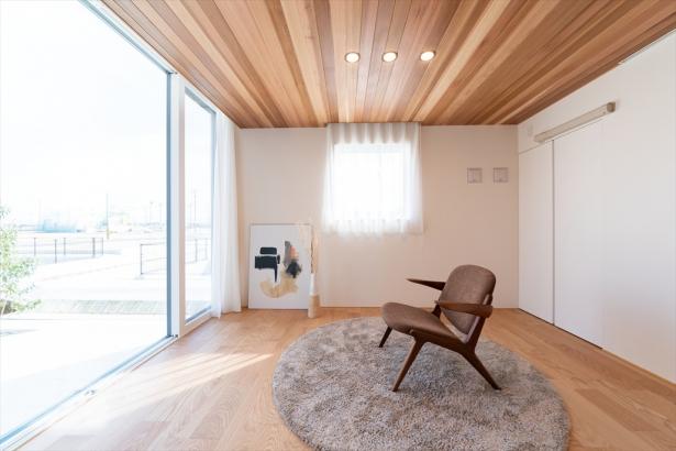 家族の暮らしに合わせて、寝室、子どもの遊び部屋、ワークスペースとしても使えるフリールーム。