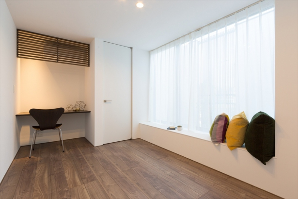 仕事部屋、趣味部屋としてだけではなく、暮らす家族の人数変化にも対応できる1階の洋室。