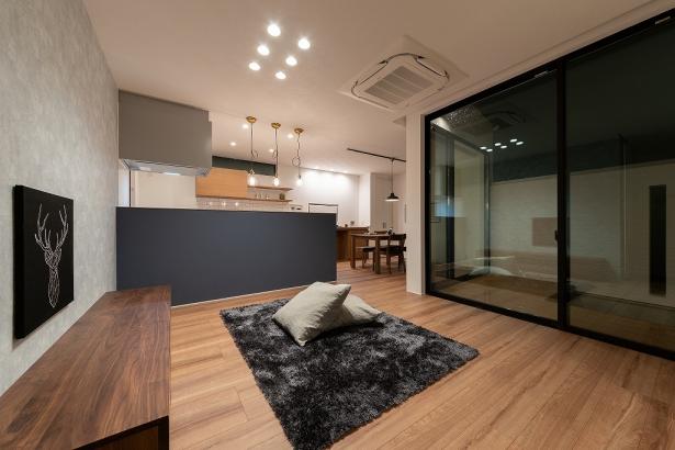 内装コーディネートはアンティーク調のショップやカフェをイメージ。