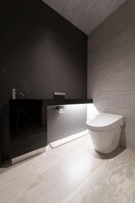 間接照明は設ける場所を工夫することで、海外ホテルのような雰囲気に。