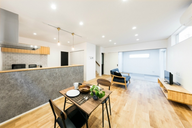 コンパクトな洗練空間 33坪グレーの家 LDK