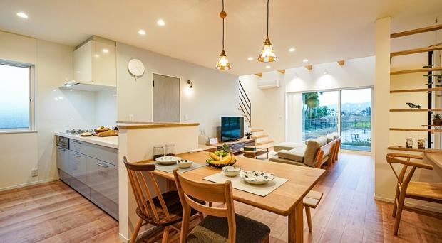 好きなものに囲まれた空間の広がりは、毎日の家事や食事が楽しくなります