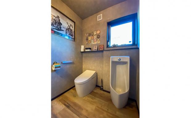 洗面スペースは白で統一しつつ、アクセントカラーが映えます