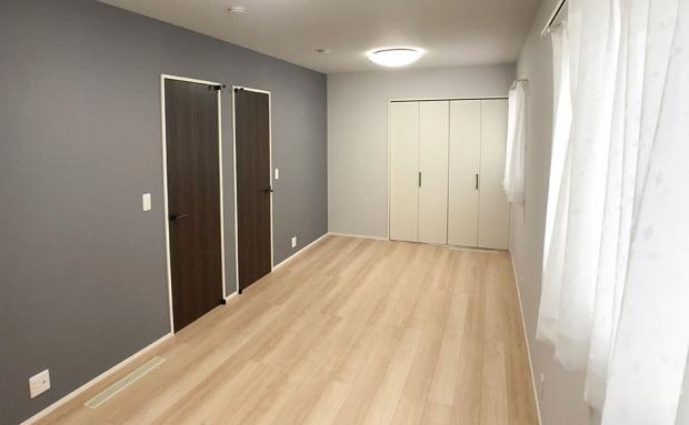 将来的に2部屋に分割できる洋室