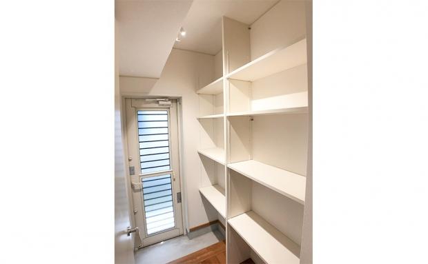パントリーの活用でキッチンもすっきり。外から直接出入りできる家事楽設計