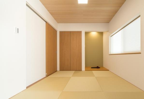 モダンな和室はリビングと続いています