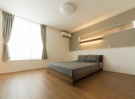 主寝室のメインライトは間接照明