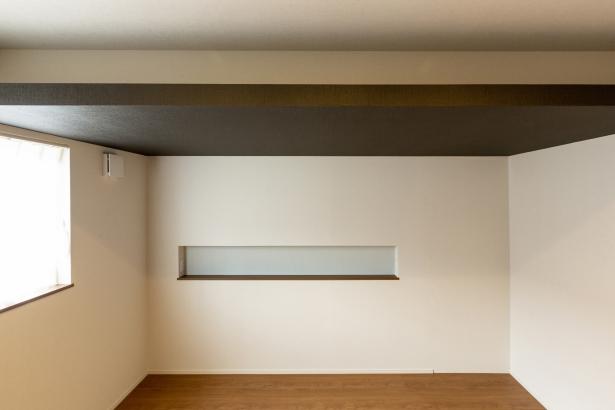 造作天井の寝室