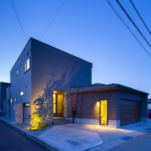 リビング階段でも空気の層は家中一定を保つ正圧型換気システムを採用。