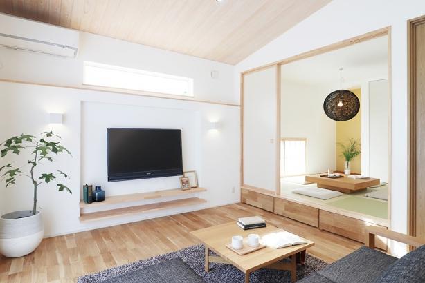 リビング横に小上がり和室を設けました。仕切ることもできるので利便性に優れています。