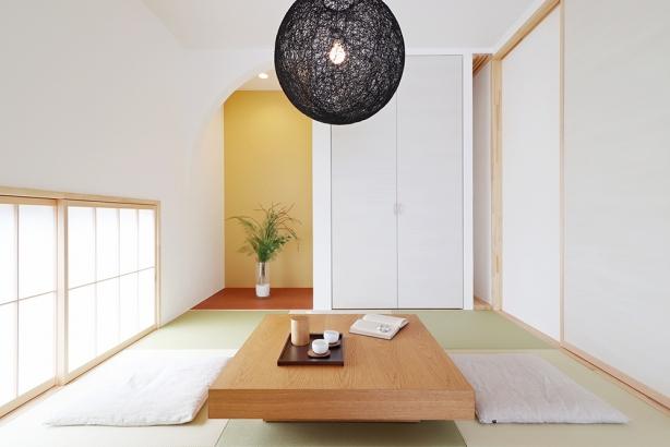 アールの床の間が、モダンな和室を演出。