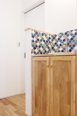 コラベルタイルを用いた、かわいい造作手洗い。
