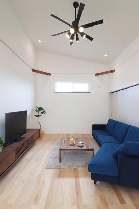 平屋ならではの勾配天井が開放感をもたらします。