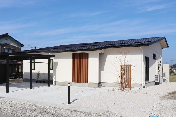 和モダンデザインの平屋住宅