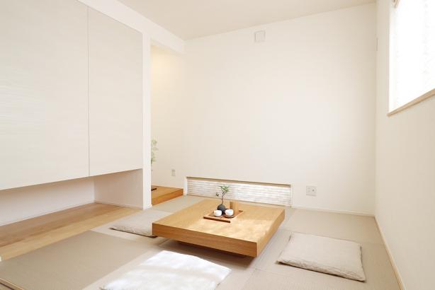 和室の畳の色をベージュにすることでナチュラルテイストな住まいにマッチしています。