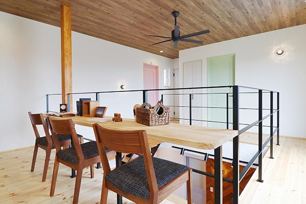 落ち着きのある和室。家全体の雰囲気に合わせモダンなテイストに仕上げました。