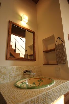 モザイクタイルが可愛い造作洗面台