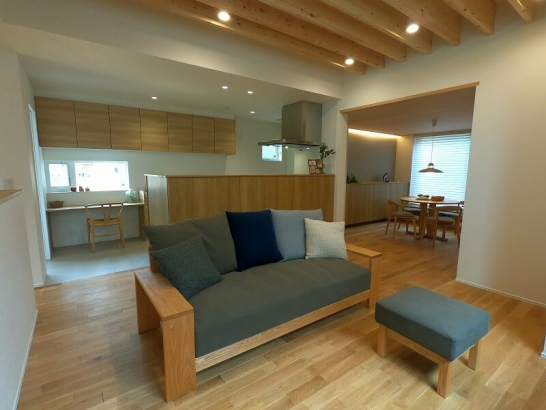 インナーガレージ付きで雨の多い富山の暮らしに最適な住宅です。