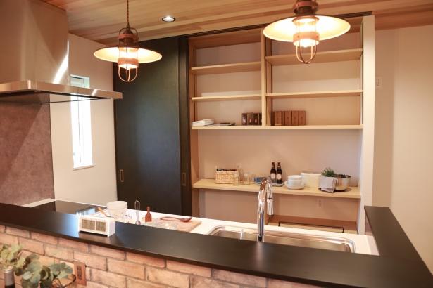 収納力がありながらも、デザイン性を追求したキッチン収納