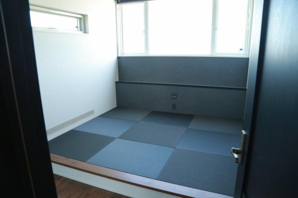 小上がりを設けることで、布団でゆっくりできる寝室