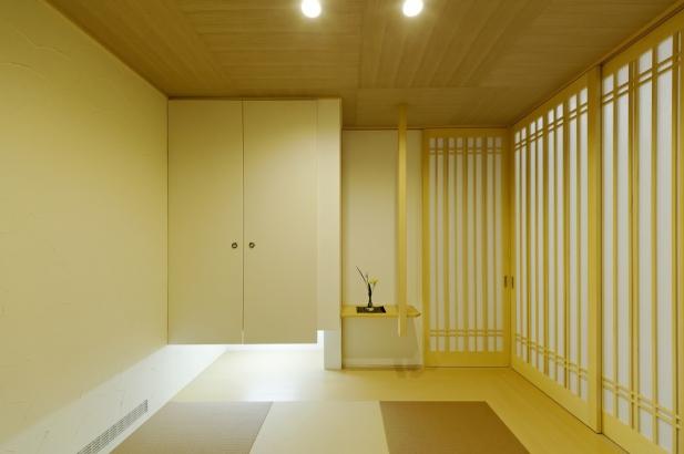 特徴的な飾り棚のある和室感を減らした和室