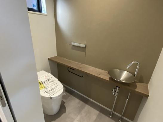 トイレも世界観を重視したシックな仕上げ