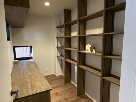 大収納の本棚がある自慢の書斎