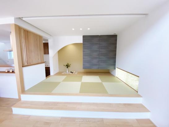 アーチ壁が特徴的な畳コーナー