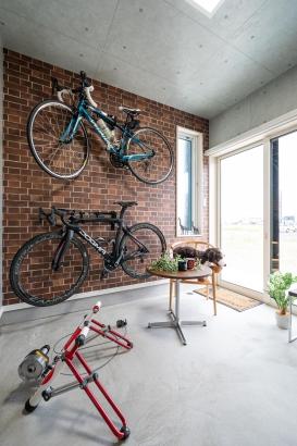 趣味の自転車の部屋。お気に入りの自転車を眺めながらお手入れして過ごす休日