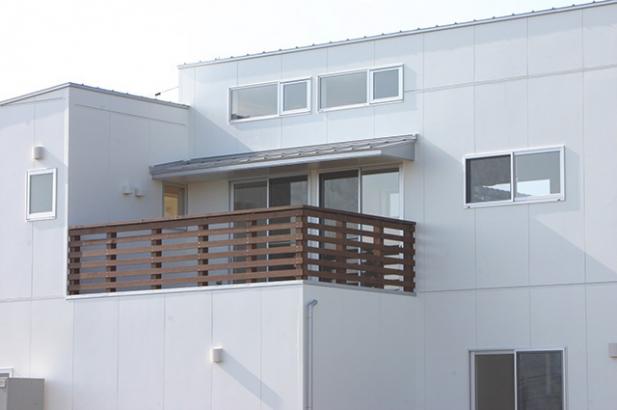 モダンデザインに無垢が映える家 外観