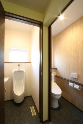 トイレはメンズ用も設けました。