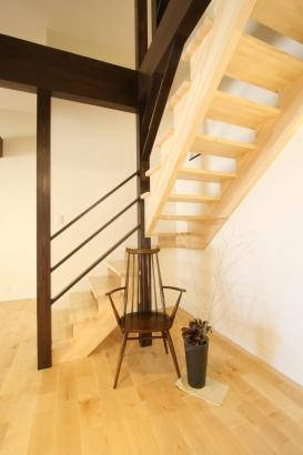 オープン階段居したにはピアノを置く予定です。