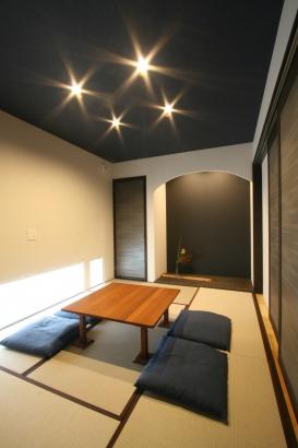 和室はダークカラーで現代的に