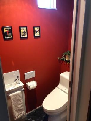 ムーランルージュがテーマのトイレ