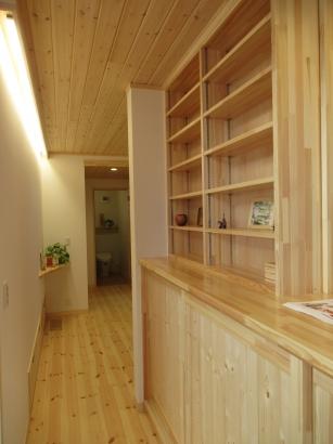 本棚と廊下